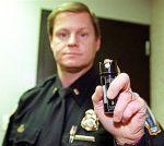pepper-spray-policeman