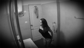 447406-girlbathroommms